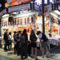 Tentang Pasar Besar dan Cinderamata Budapest