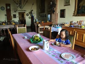 Princess Noni sarapan ...