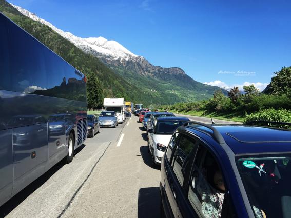 Macet total di dekat tunel Gotthard