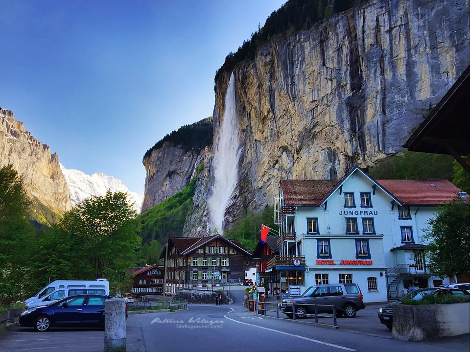 Staubbach Falls di jantung kota Lauterbrunnen...